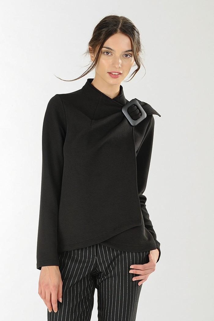 Blusa nera in tessuto maglia con fibbia Nara Camicie catalogo 2018