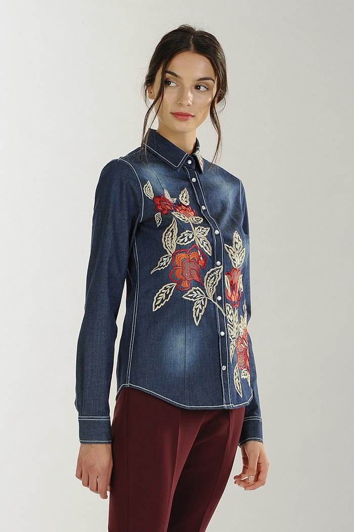 Camicia di jeans con ricami floreali Nara Camicie catalogo 2018