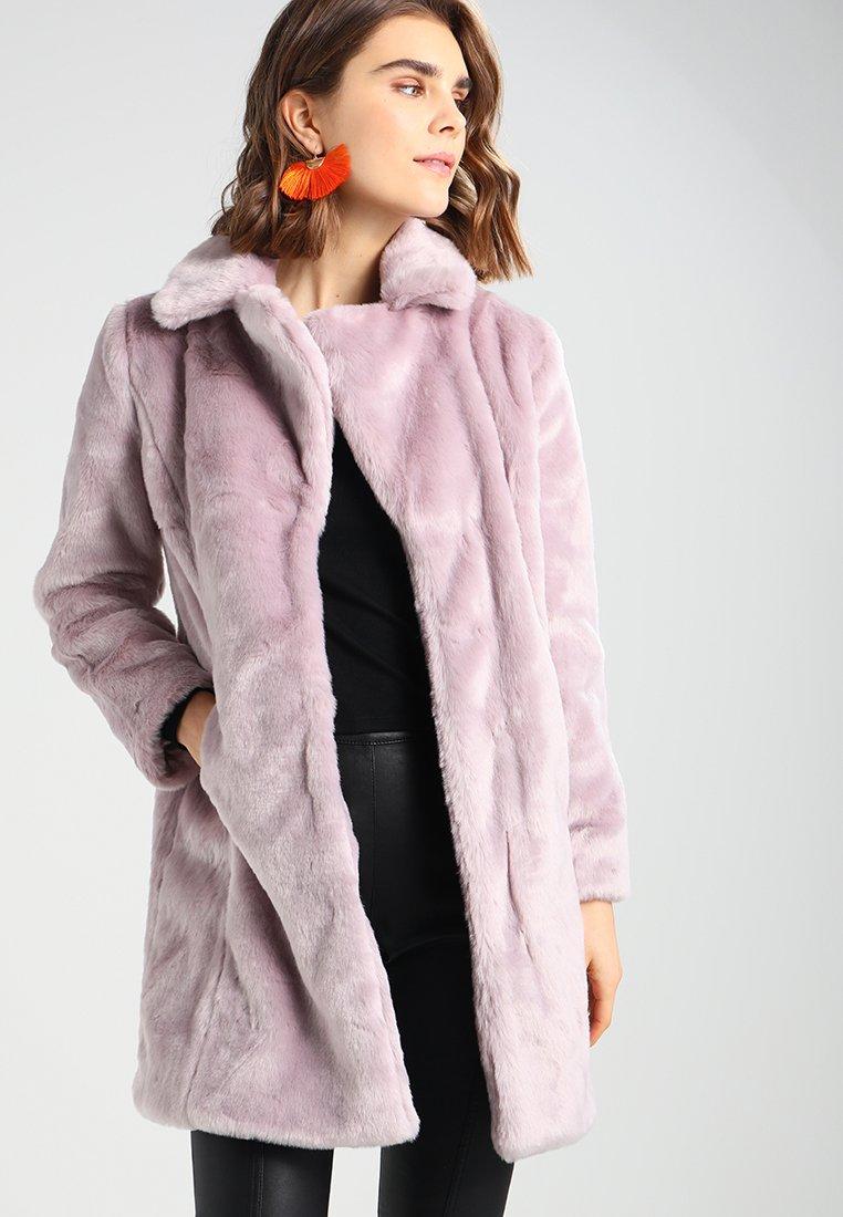 Cappotto in pelliccia sintetica Miss Selfridge abbigliamento saldi invernali 2018