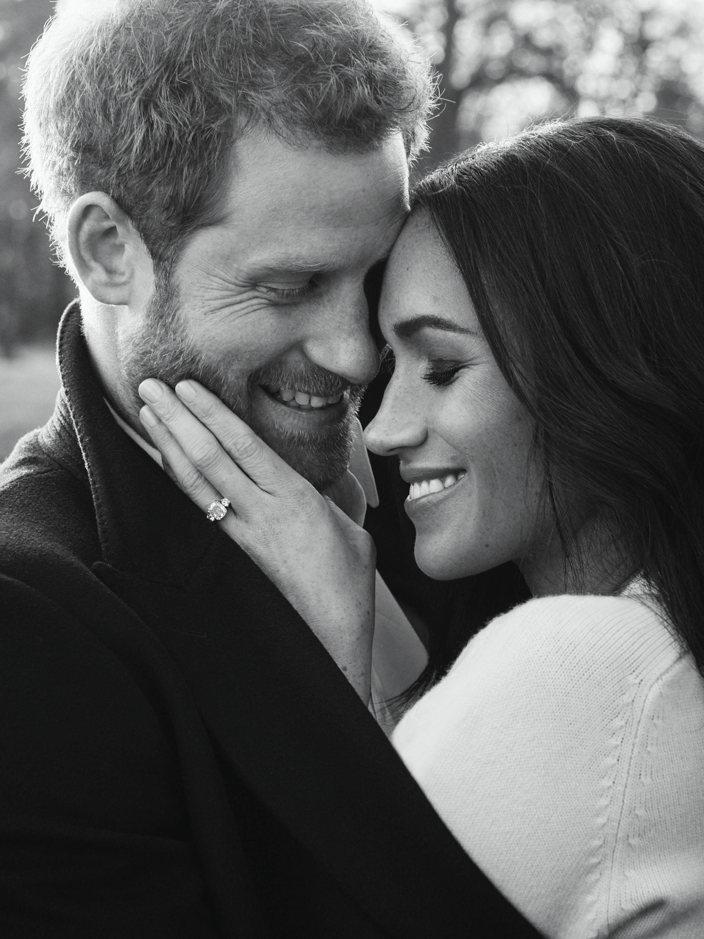 Gb: 'belli e romantici', ecco foto fidanzamento Harry Meghan