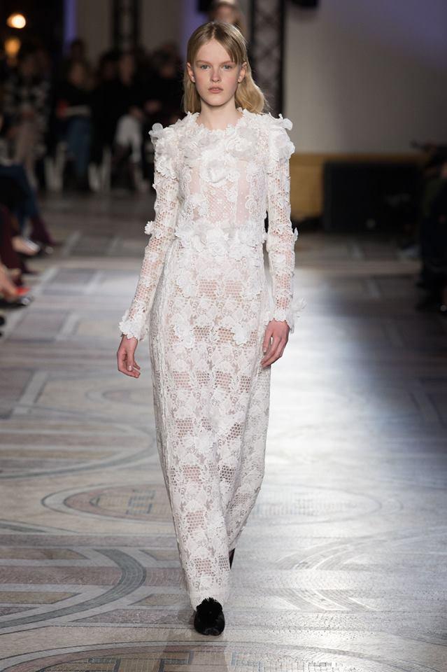 Abito da sposa a colonna Giambattista Valli haute couture primavera estate 2018