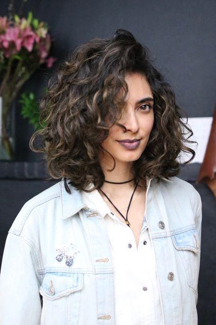 Foto tagli capelli medio corti mossi