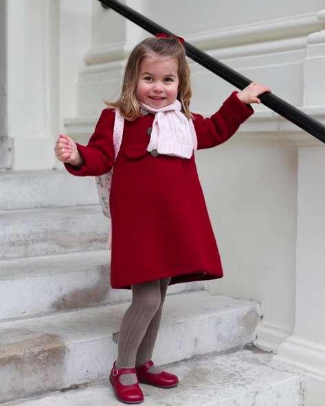La principessa Charlotte a scuola, le foto del suo primo giorno