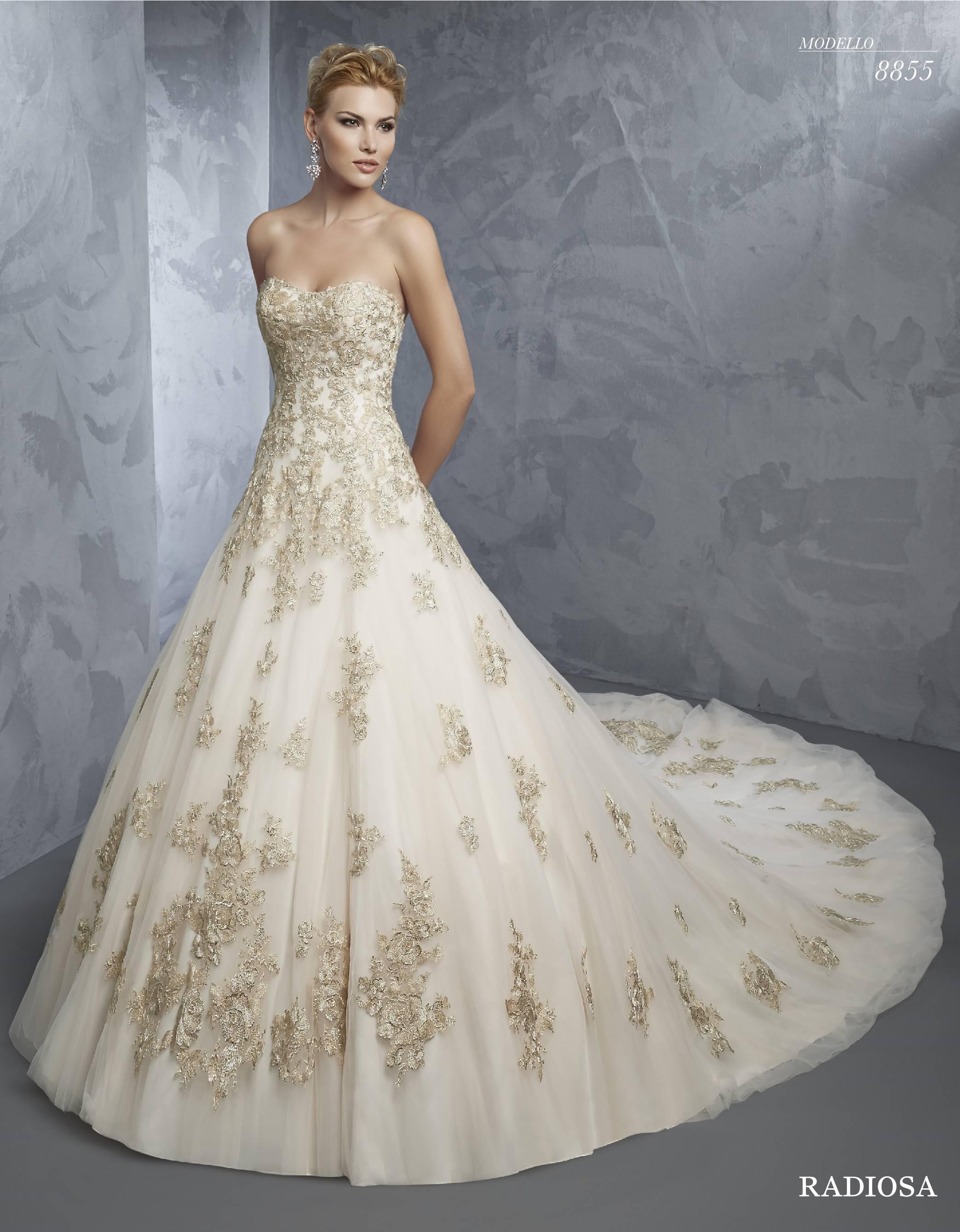 Abito da sposa bianco con ricami dorati