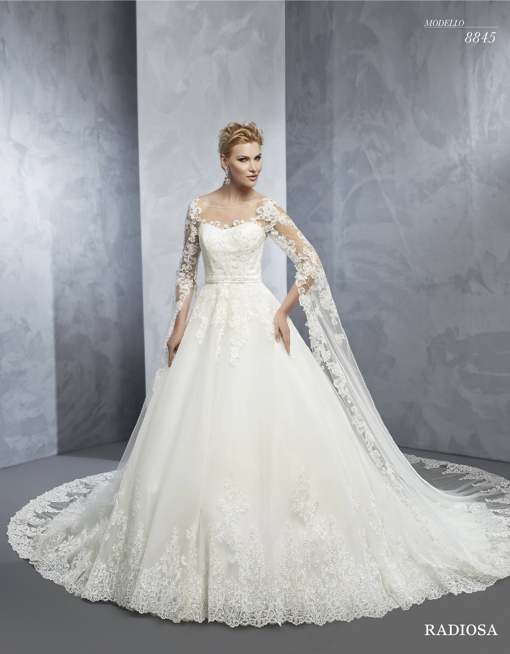 cd17ce90843c Abito da sposa da principessa in pizzo ...