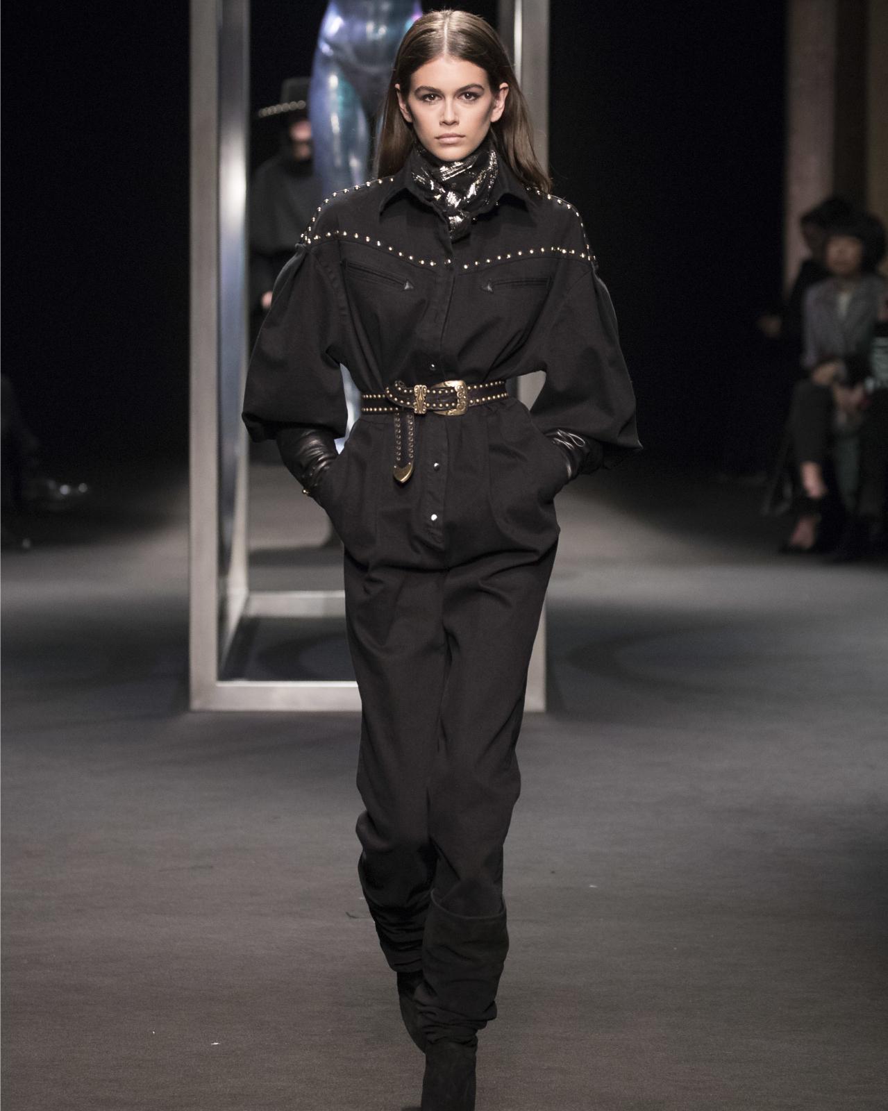 Look in total black Alberta Ferretti inst