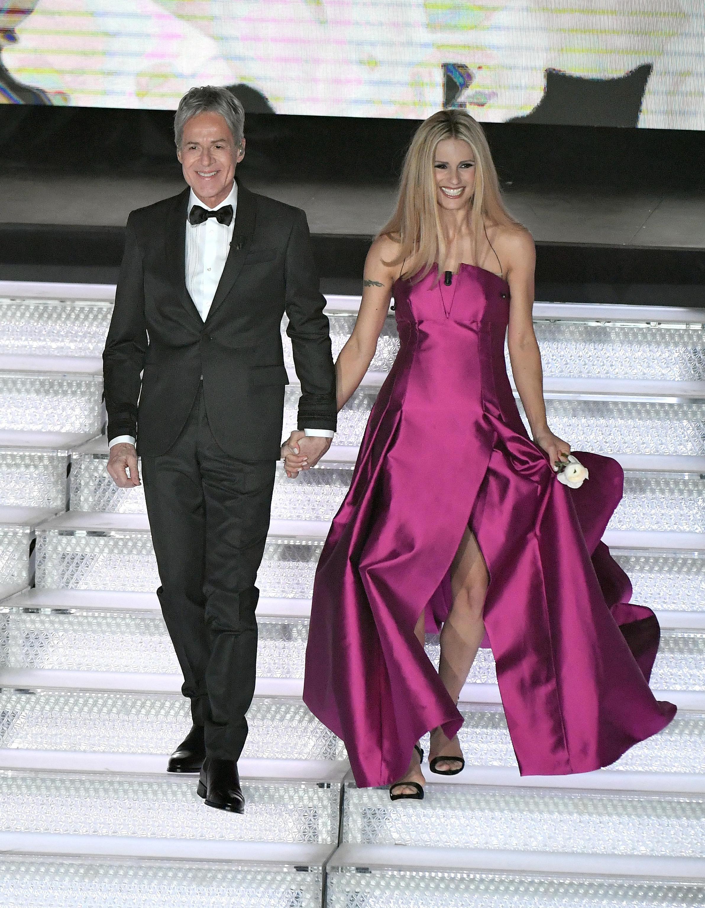 Michelle Hunziker in Alberta Ferretti a Sanremo 2018