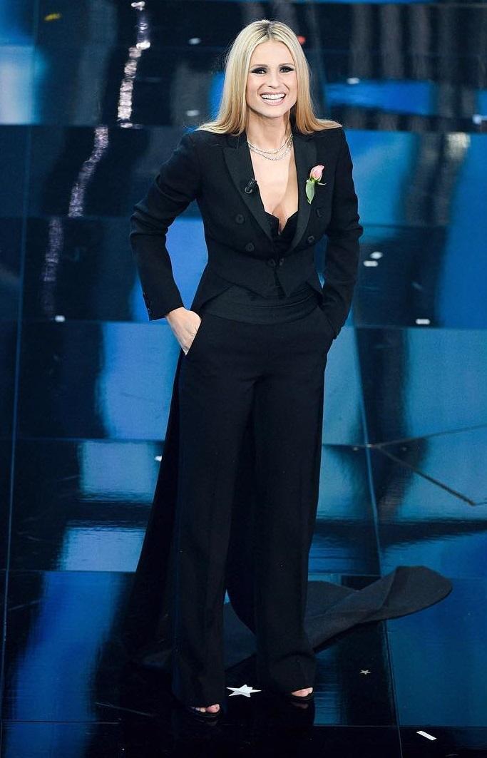 Michelle Hunziker in Moschino a Sanremo 2018