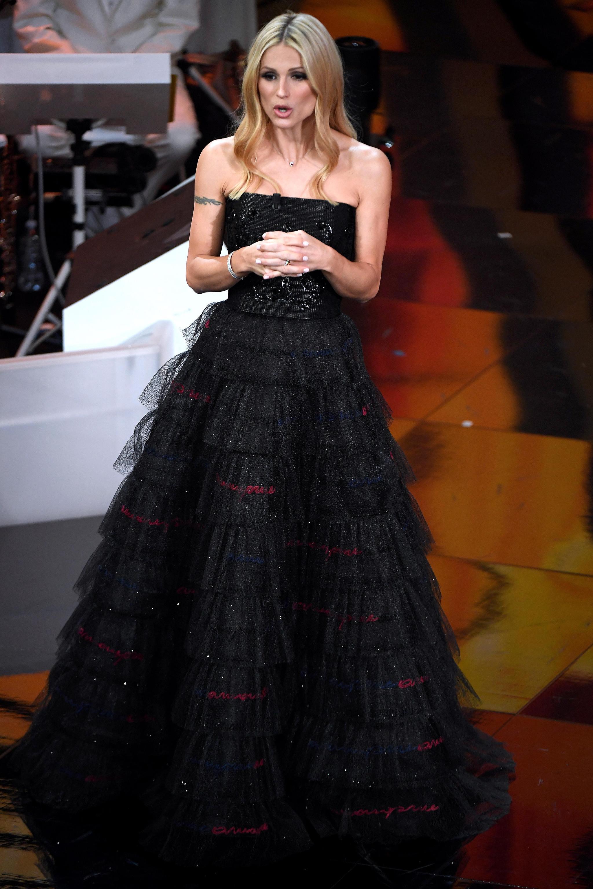 Michelle Hunziker veste Armani Privè per la serata finale