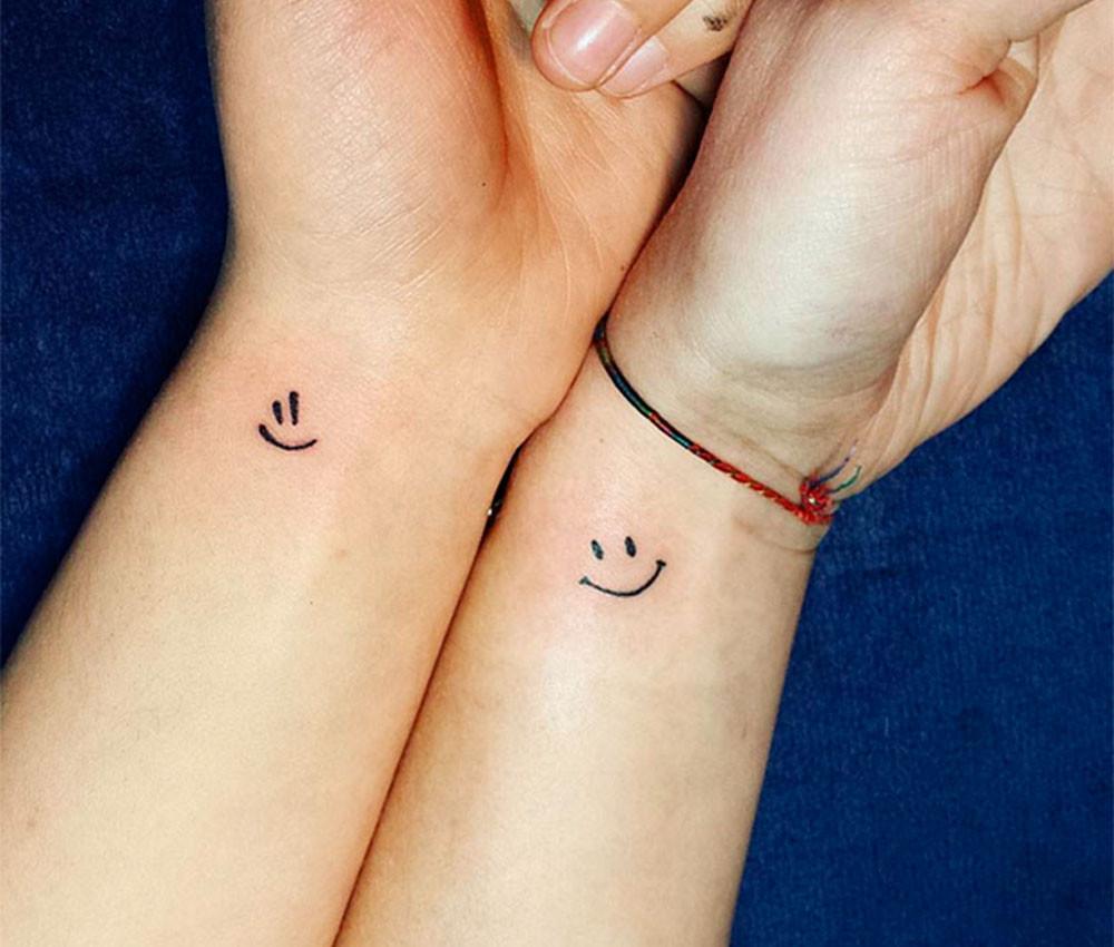 Tatuaggio di coppia smile per amiche