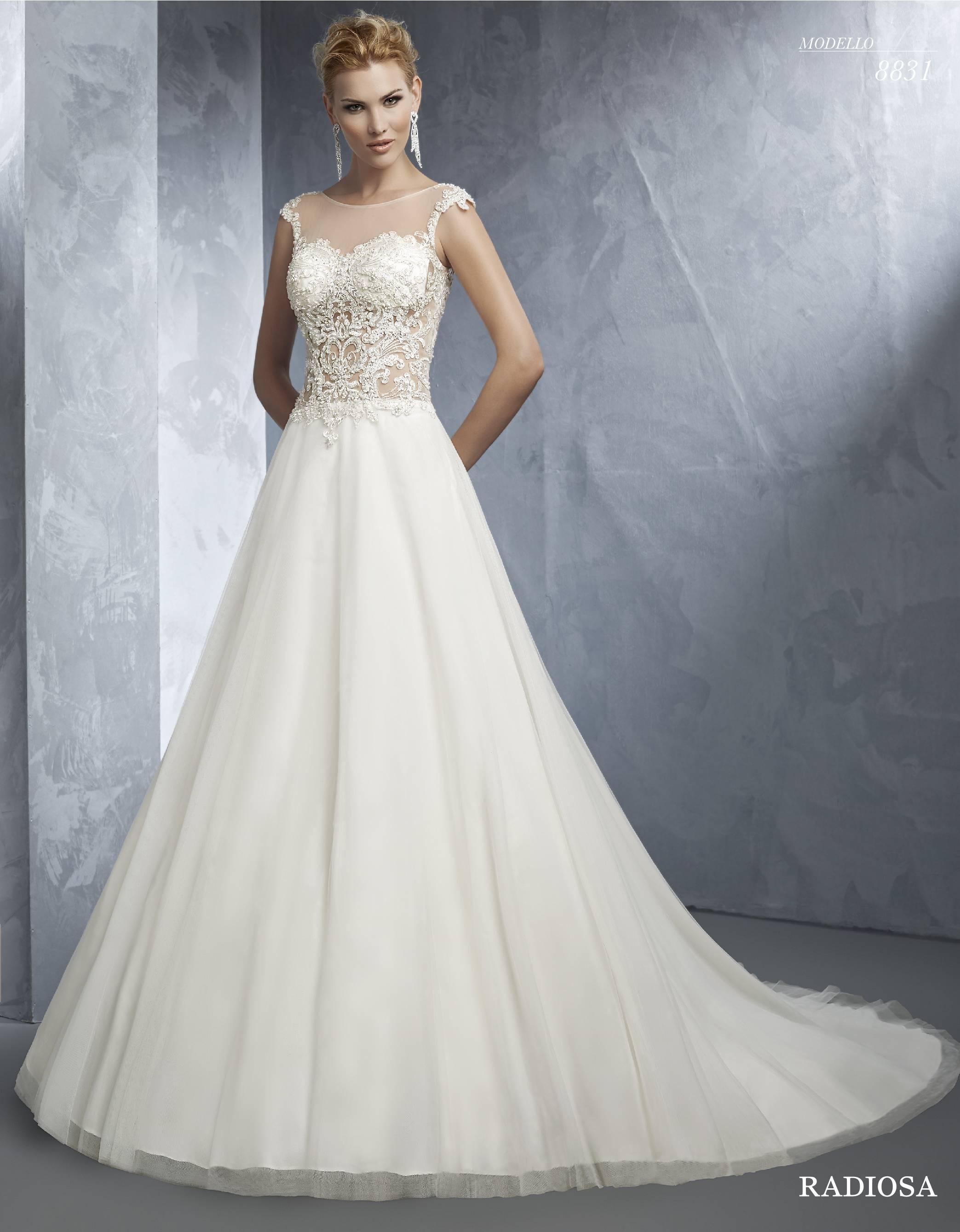 Vestito da sposa con gonna ampia Radiosa