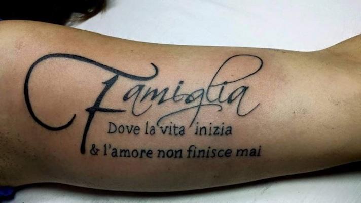 tatuaggio frase italiana famiglia