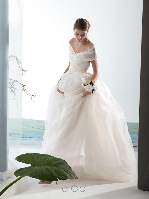 Abito da sposa da principessa con top incrociato Le Spose di Giò