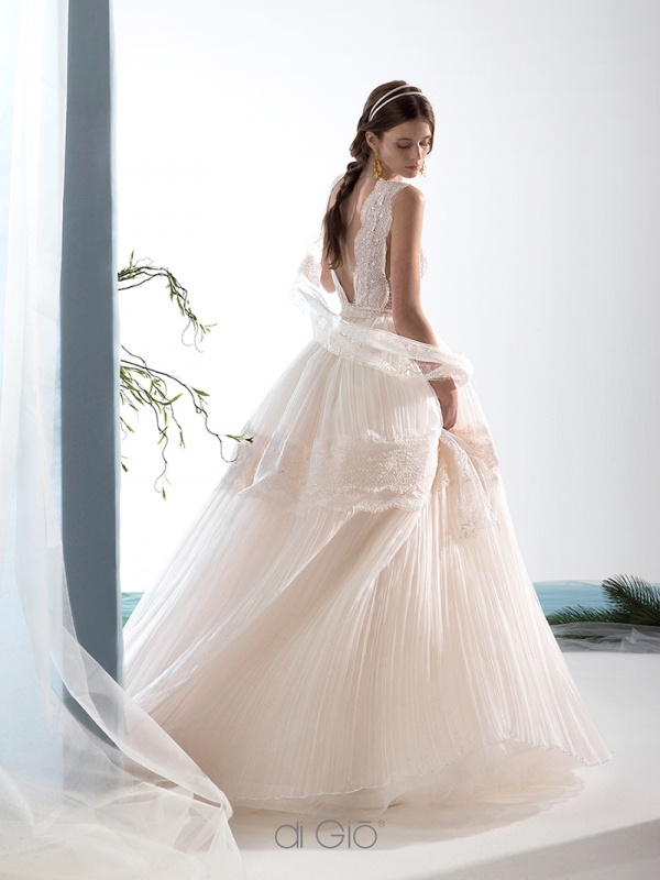 Abito da sposa rosa da principessa in organza Le Spose di Giò