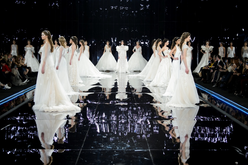 Gli abiti da sposa Nicole Spose 2019 in passerella Roma