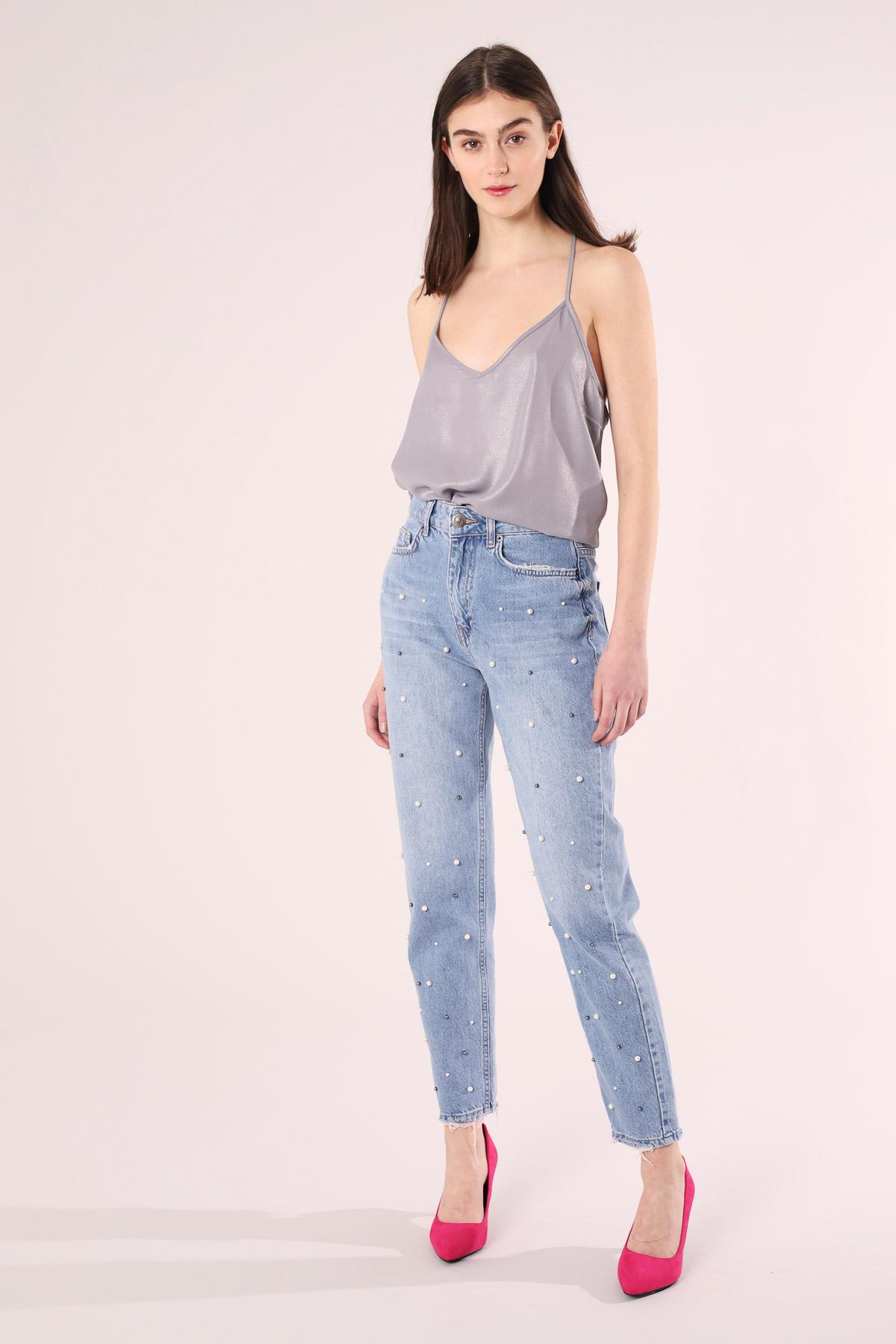 Mom jeans Terranova con perle a 39,99 euro