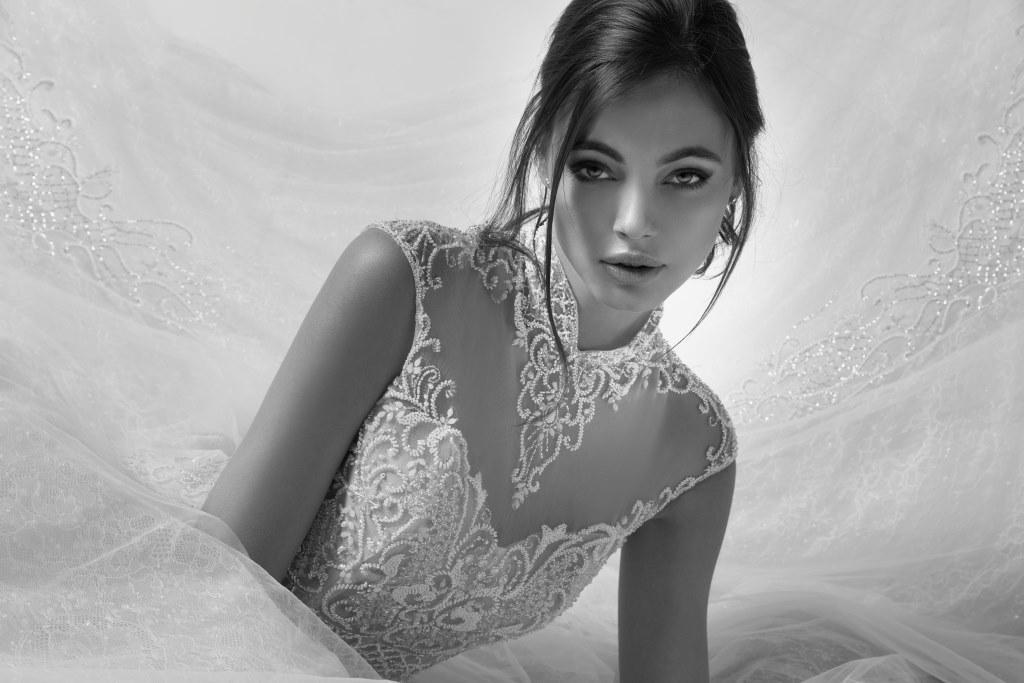 Abito da sposa Alessandra Rinaudo con corpetto ricamato