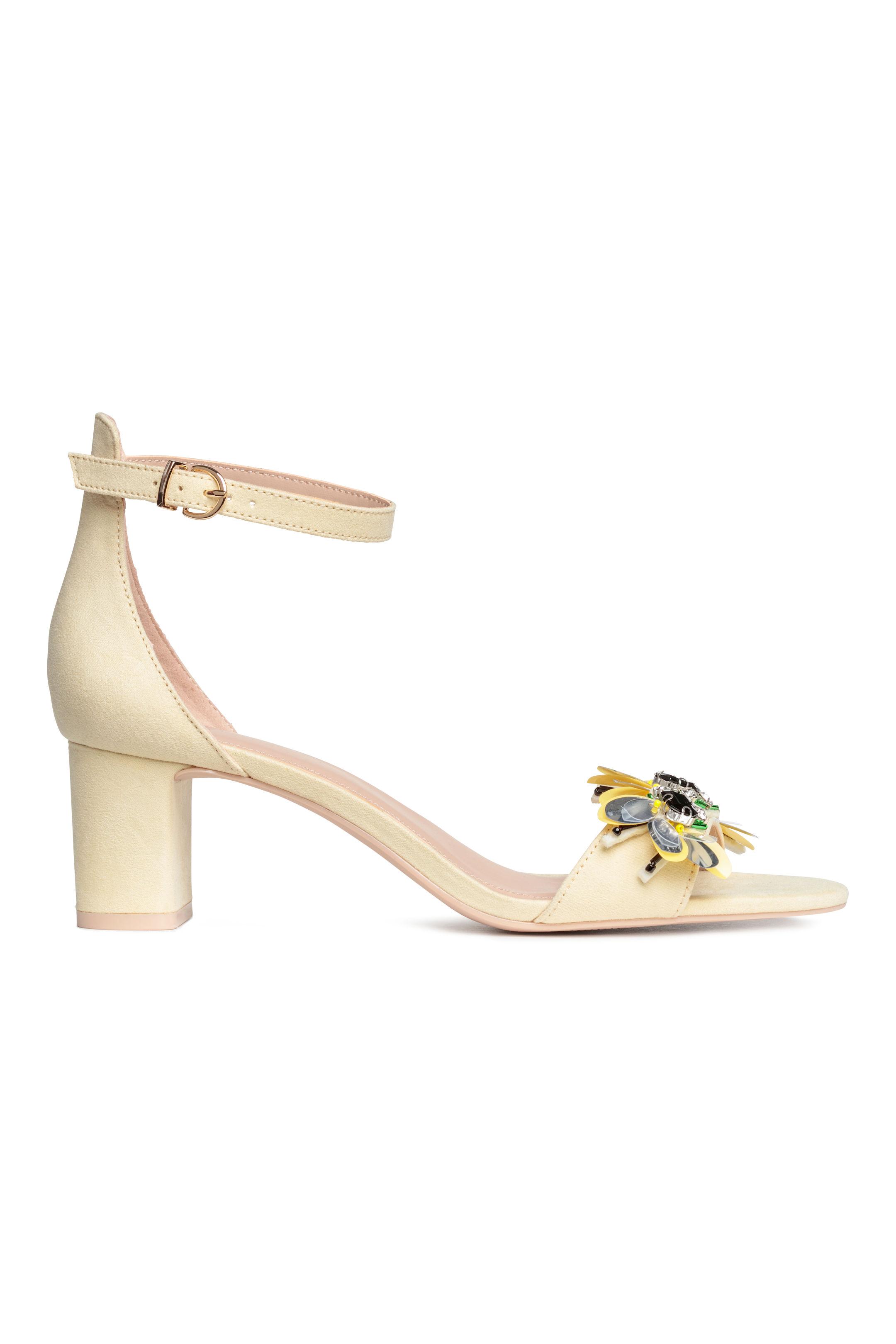 Sandali con inserto gioiello a fiori H&M a 34,99 euro