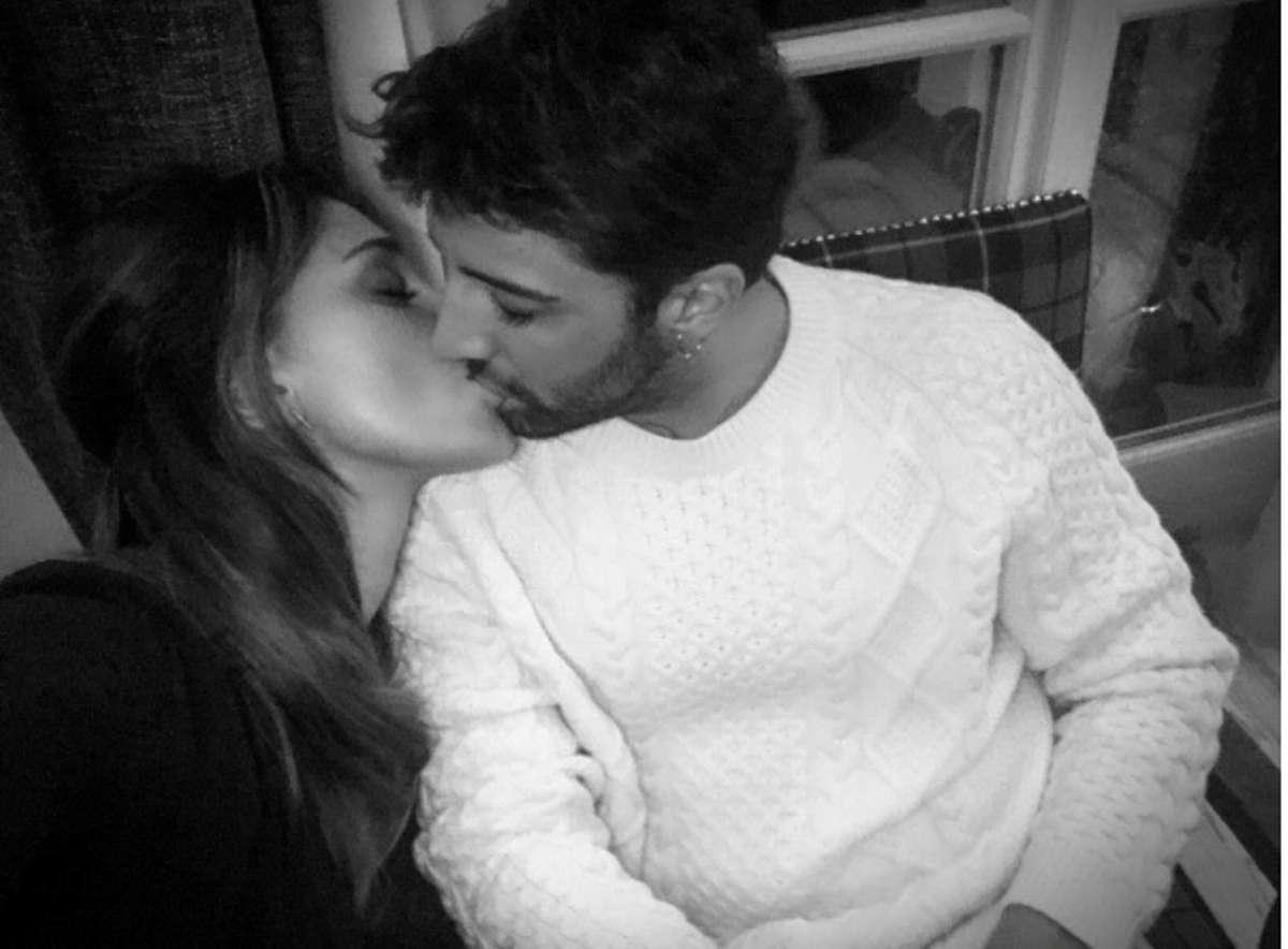 Belen e il messaggio d'amore ad Andrea Iannone: 'Fiera di te'