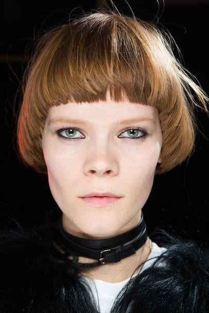Capelli a scodella con frangia netta tagli capelli corti 2018