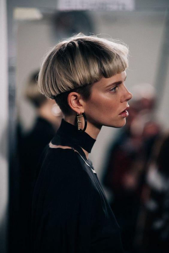 Capelli a scodella corti lisci tagli capelli corti 2018