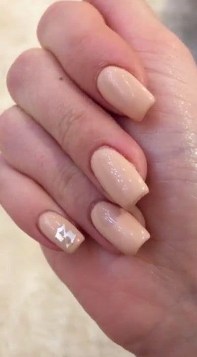 Nail art pastello di Kylie Jenner