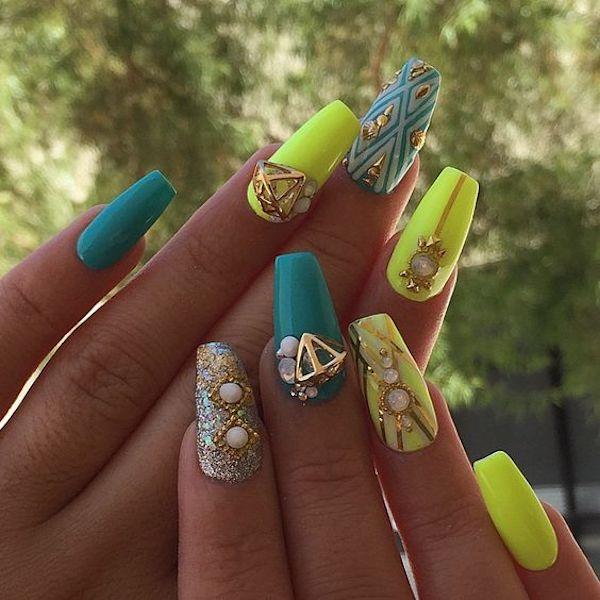 Nail art unghie fluo decorate