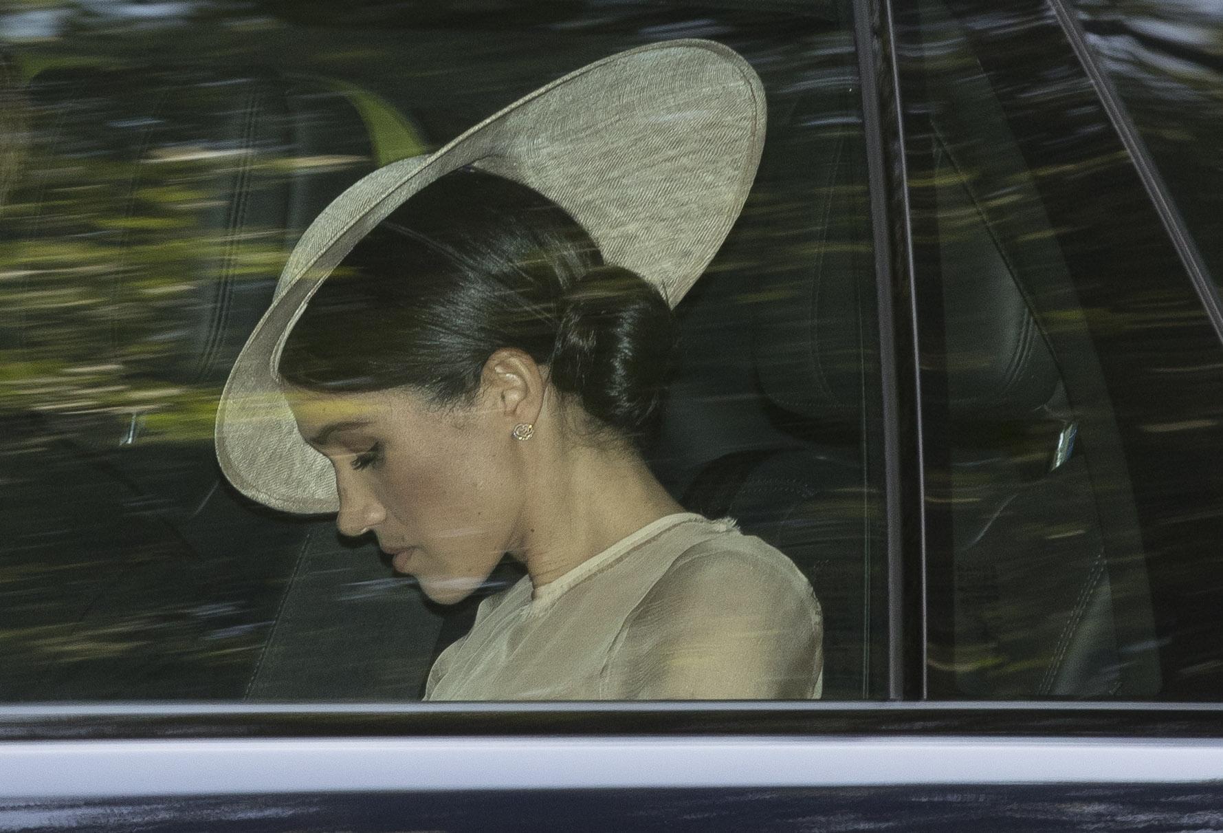 Meghan Markle: tra le regole, l'inchino a Kate Middleton e l'abito da lutto a portata di mano