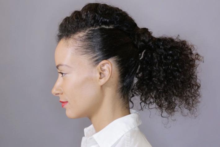 Coda di cavallo per capelli lunghi ricci
