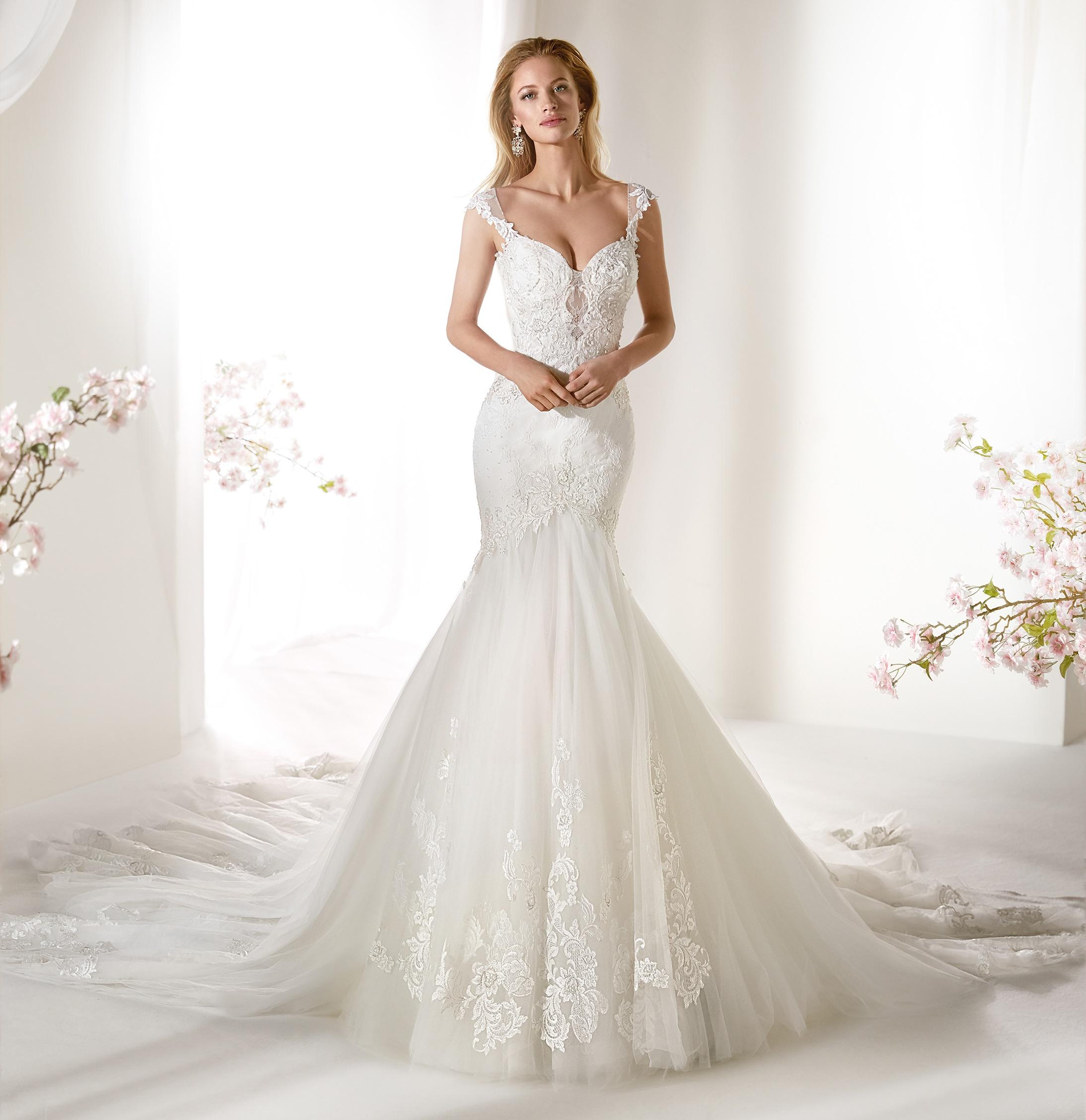 Vestito da sposa in pizzo a sirena Colet