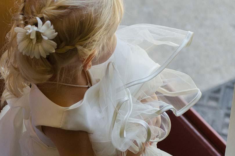 Bambina di 3 anni salvata dalla leucemia, la donatrice la sceglie come damigella al suo matrimonio