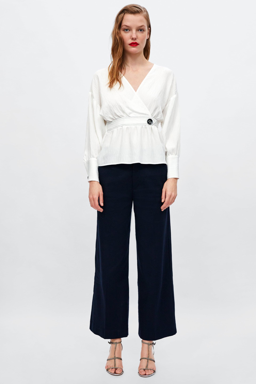 Blusa con cintura Zara a 29,95 euro