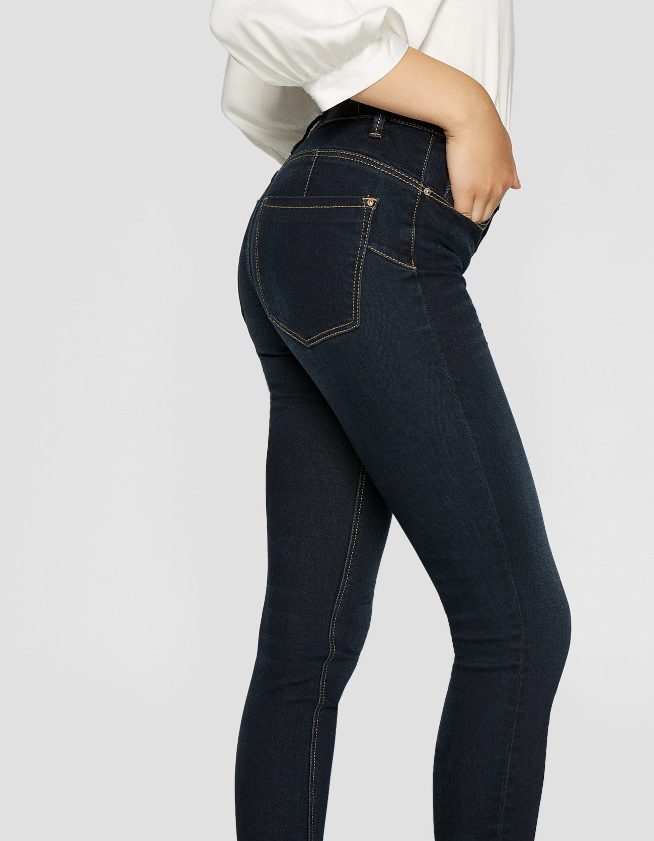 Jeans push up Stradivarius a 25,99 euro