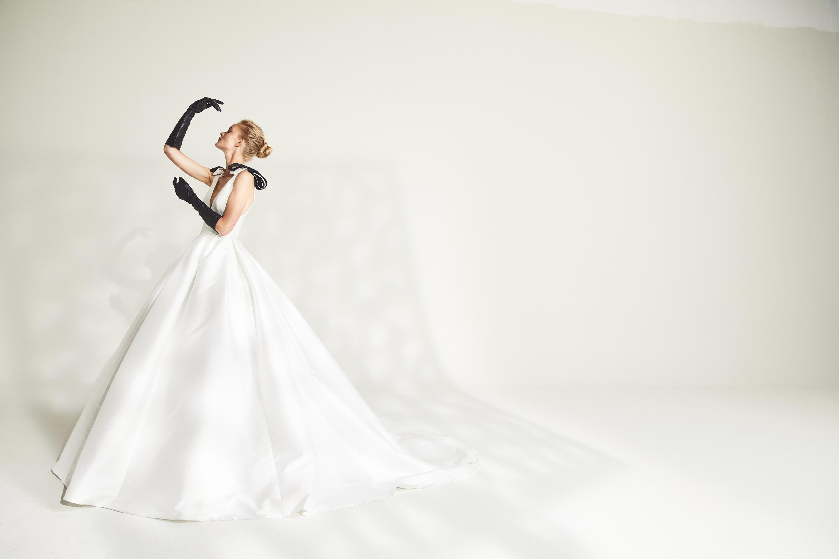 Vestito da sposa in mikado di seta Jesus Peirò
