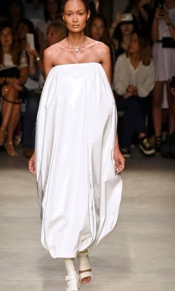 Abito bianco a spalle scoperte Alberto Zambelli milano fashion week 2018