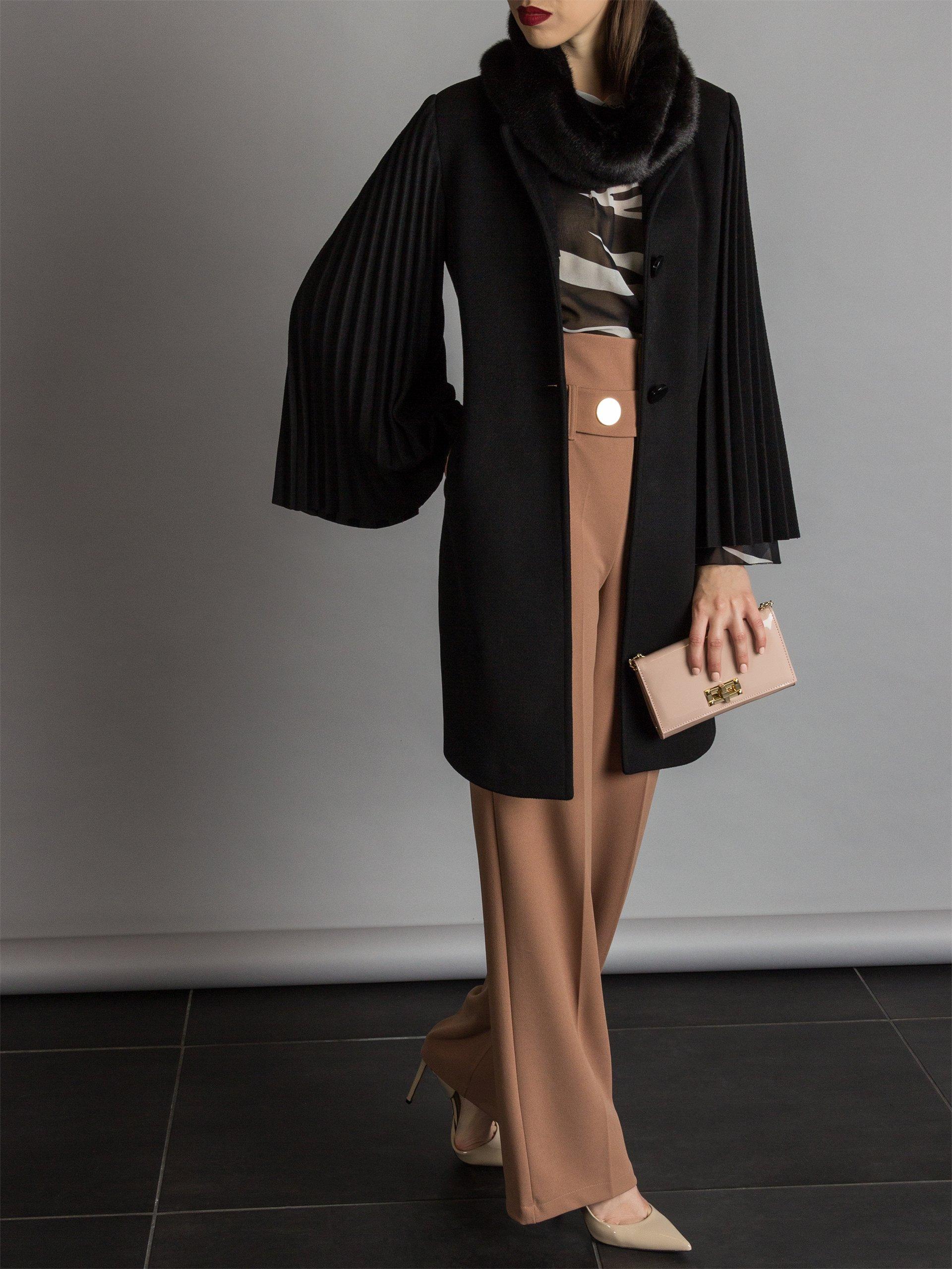 c81a48b955dcde Rinascimento, eleganza e glam per la collezione donna Autunno ...