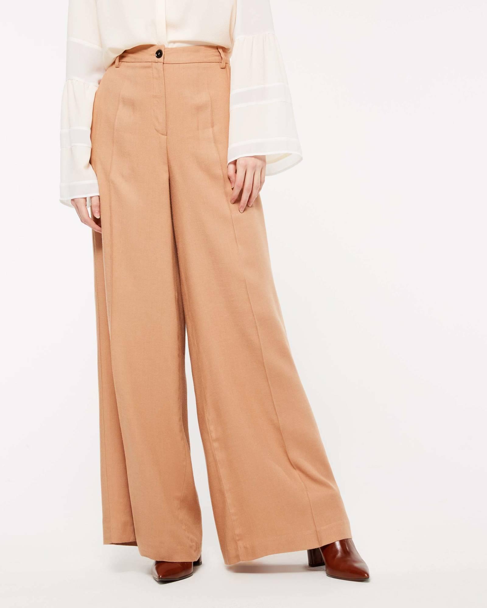 I pantaloni must have di Sislet. Pantaloni a palazzo larghi Sisley  collezione autunno inverno 2018 2019 4804be6d078