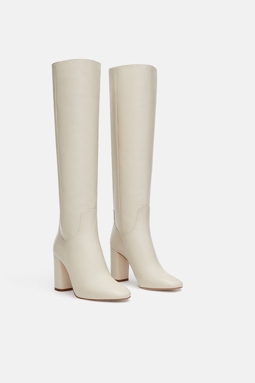 Stivali bianchi Zara con tacco a 119,00 euro autunno inverno 2018 2019