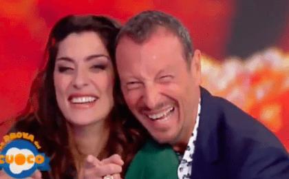 Elisa Isoardi, imbarazzo in diretta: annuncia Amadeus, ma lui non c'è