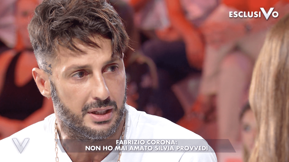 Fabrizio Corona contro Silvia Provvedi: 'Ha rischiato di uccidermi'