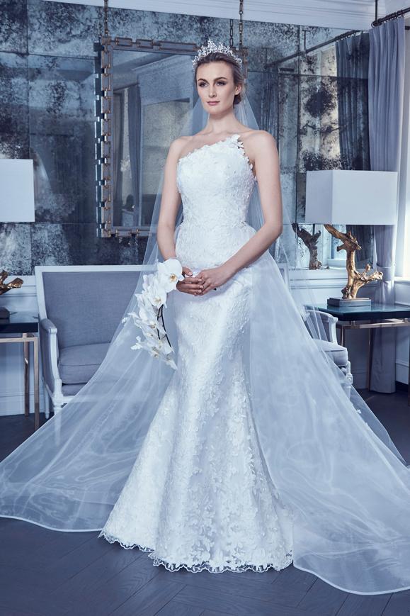 Abito da sposa a sirena monospalla Romona Keveza collezione 2019