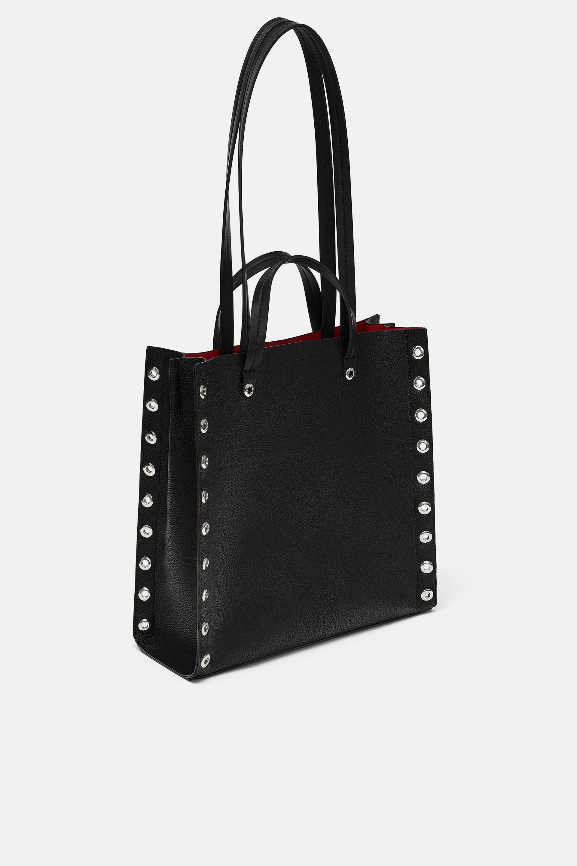 Borsa a spalla nera con borchie Zara a 39,95 euro