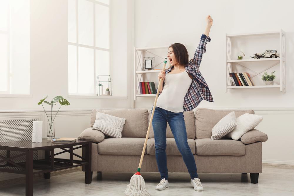 Pulizie di casa: per eliminare le tossine si può pulire meno, ma nei posti giusti