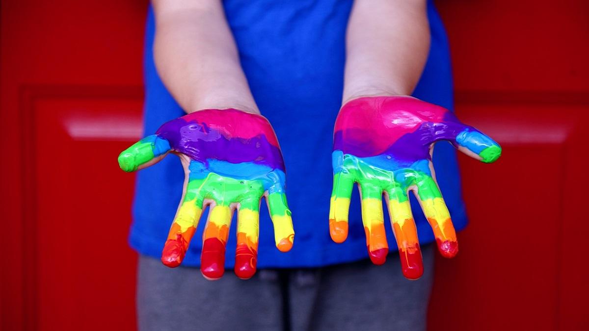 19enne omosessuale allontanata dai genitori: 'O ti curi o ti rinneghiamo'