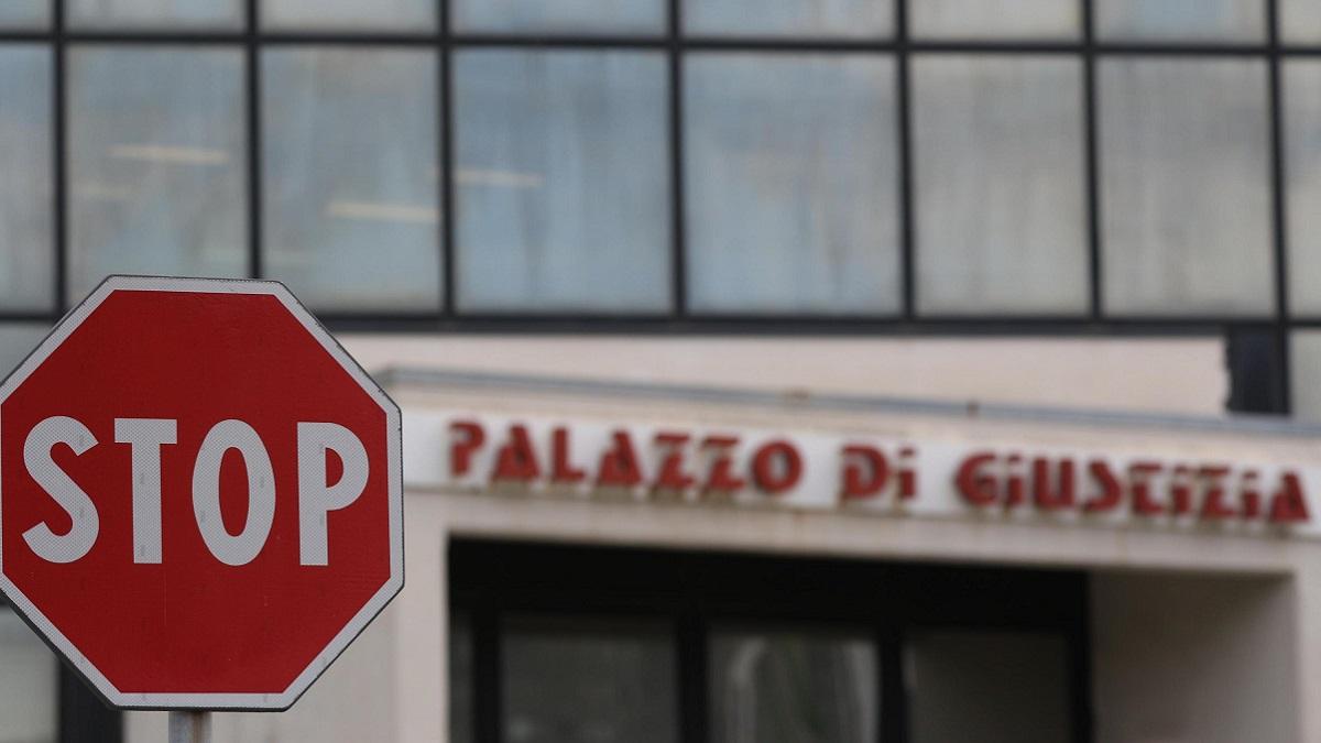 Napoli, 24enne travolta e uccisa in auto dall'ex: la madre tenta il suicidio dopo la sentenza