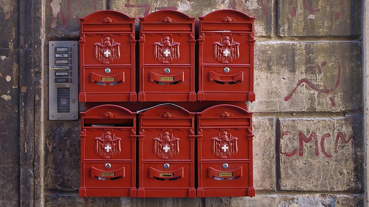 Regno Unito, bambino scrive una lettera al papà morto: la Royal Mail risponde con un messaggio commovente