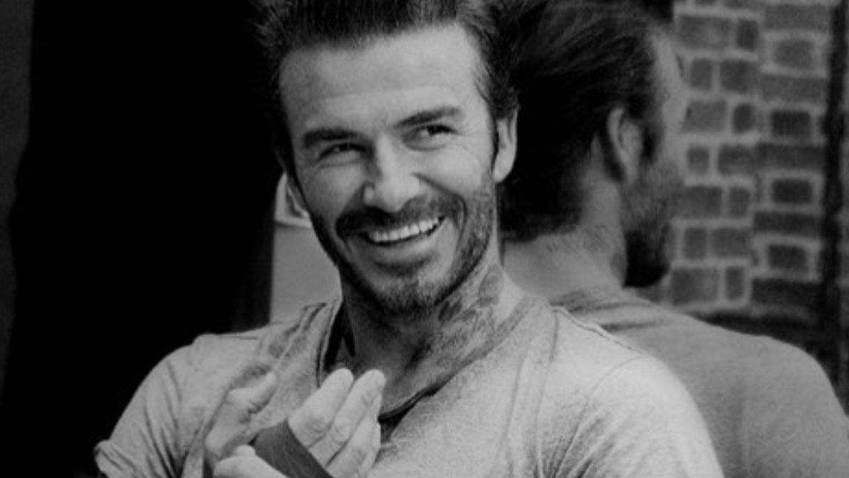 Solidarietà a David Beckham dopo le accuse: le celebrità baciano i figli sulle labbra