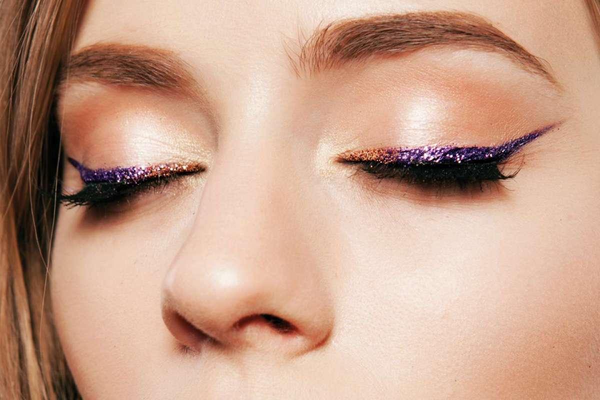 Eyeliner glitter: i migliori da avere in vista delle feste