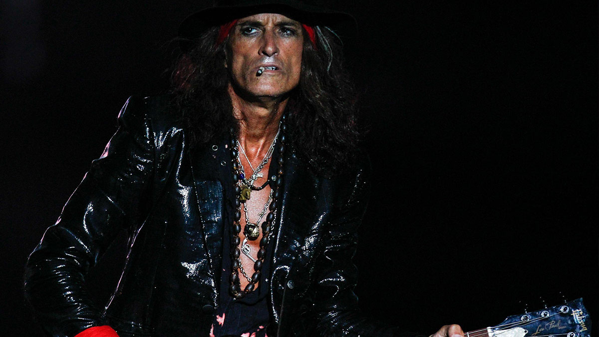 Aerosmith: malore durante il live per il chitarrista Joe Perry, intubato nel backstage