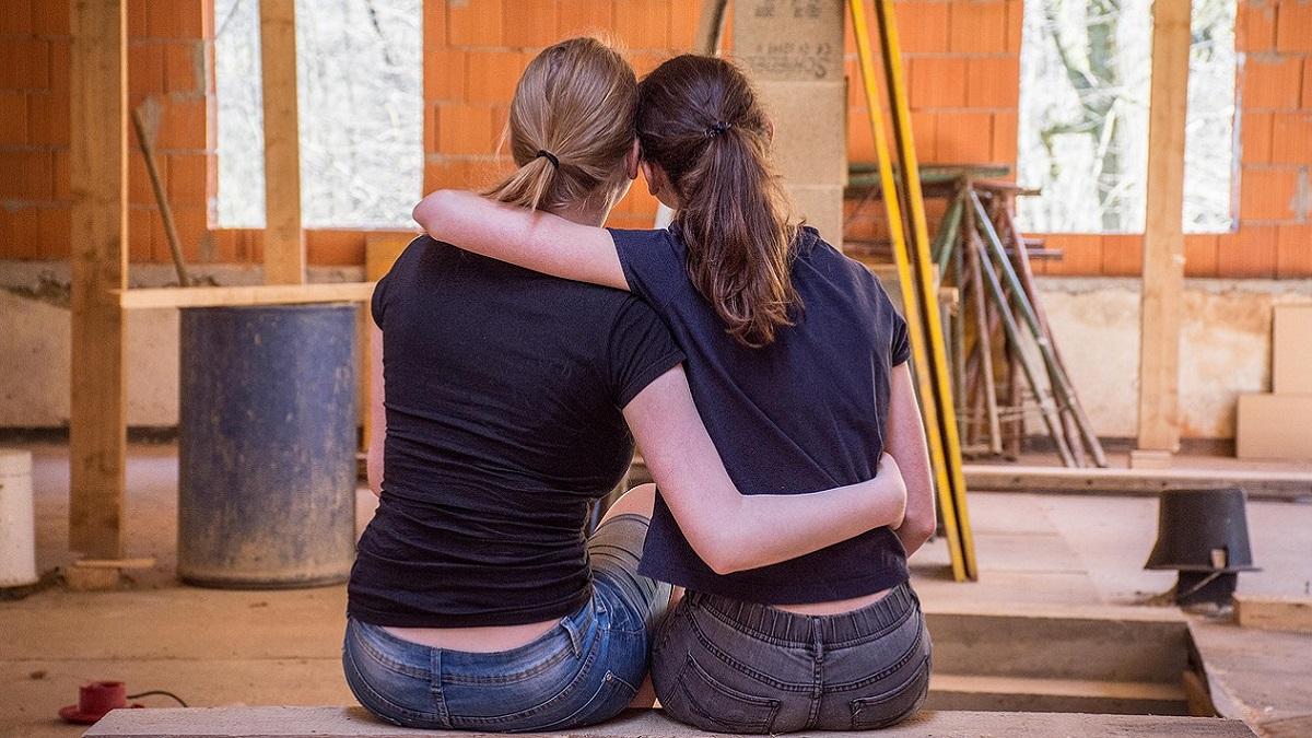Bolsena: aggressione a calci e pugni al grido di 'muori lesbica'